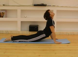 salutul soarelui yoga surya namaskar